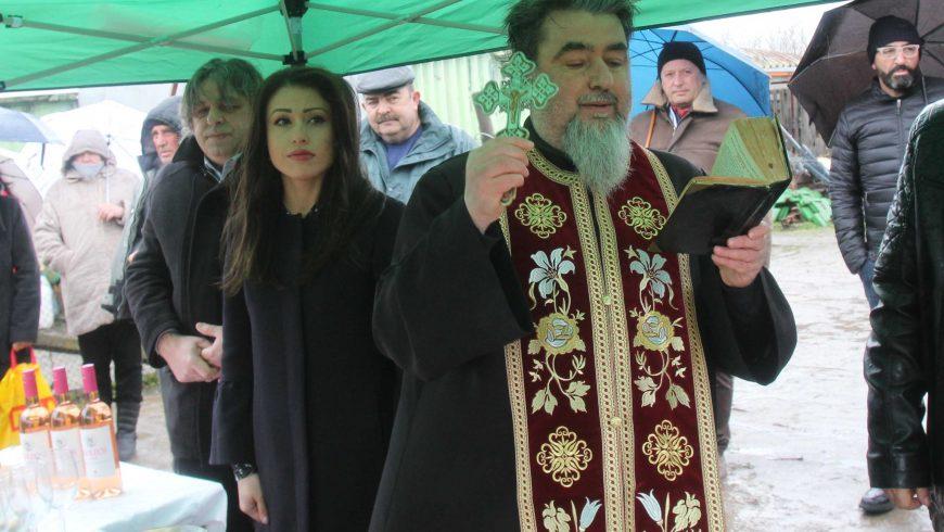 С духова музика и молитва почетоха Трифон Зарезан в Свищов