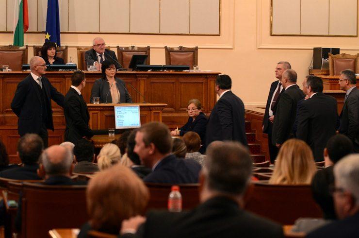 С гласовете на ГЕРБ и ДПС Народното събрание отхвърли референдума за Истанбулската конвенция