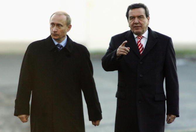Украйна предлага санкции и за неруски граждани, които работят за Владимир Путин