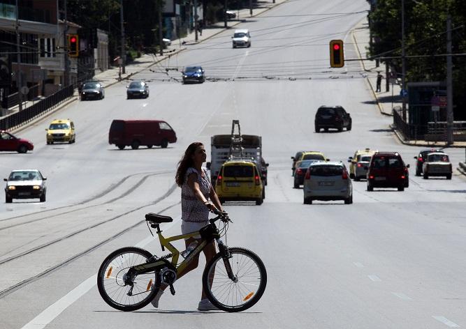 На лято – колелета, тротоарите – друг път