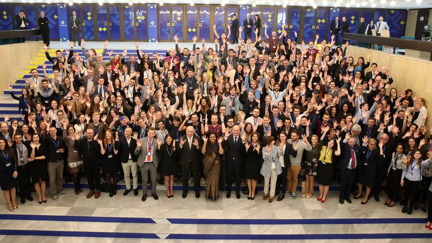 Брюксел няма да плаща водките и танцьорките на младежката конференция