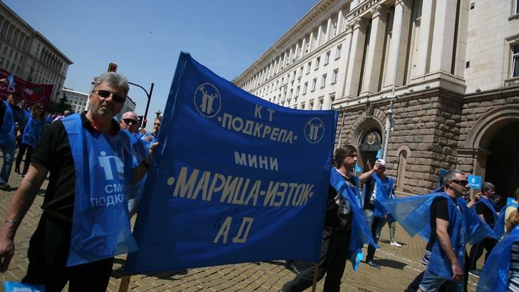 """Протестиращи от """"Мини Марица Изток"""" освиркаха Теменужка Петкова"""