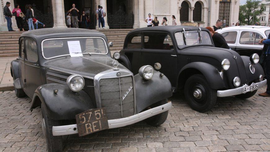 """Ретропарад събра над 200 коли и мотори пред """"Ал. Невски"""""""