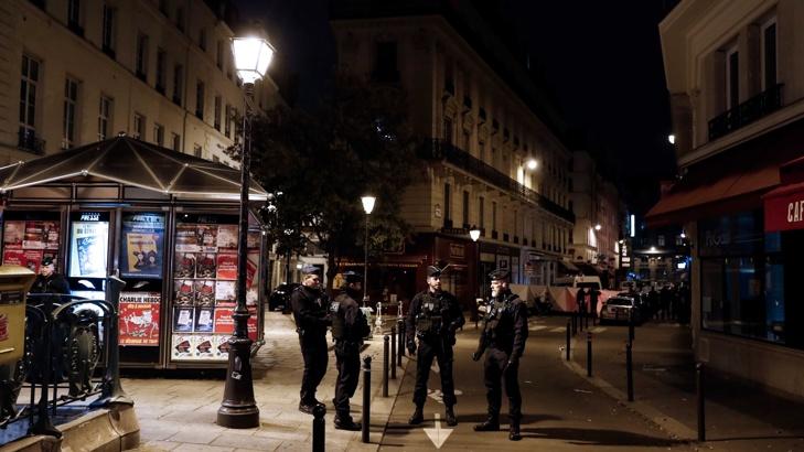 Един човек е убит след терористичен акт в центъра на Париж (обновена)