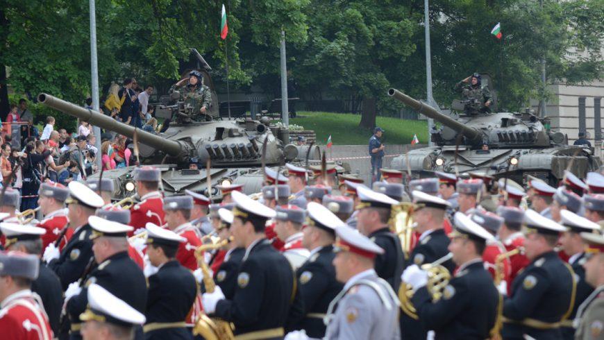Над 1600 военни участваха в Гергьовския военен парад