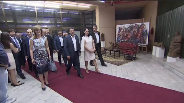 Захариева изненадващо се срещна със Заев в Струмица