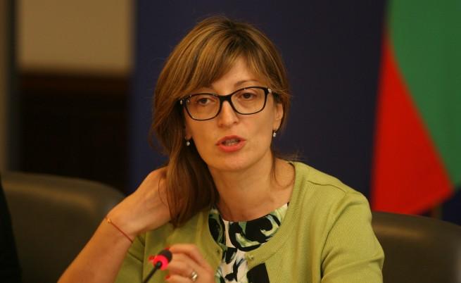 Захариева заминава за Македония след отказ да се срещне с Георге Иванов в София
