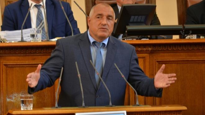 Борисов дойде изненадващо в НС да обясни политиката за бежанците