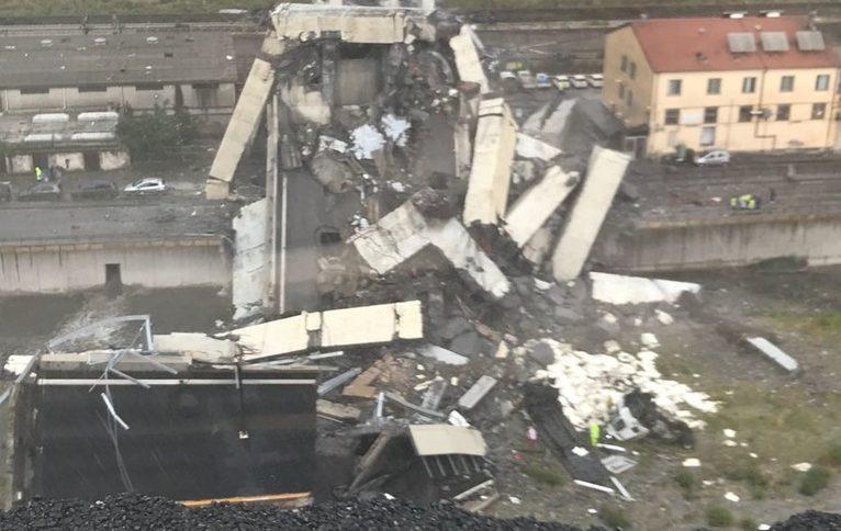 Мост на магистрала в Италия се срути и причини десетки жертви