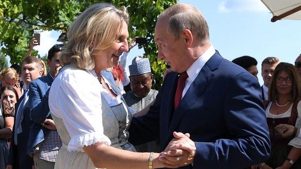 Путин с три сватбени подаръка за австрийски министър