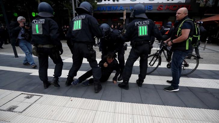 Протестите в Кемниц са тест за мигрантската политика на Меркел