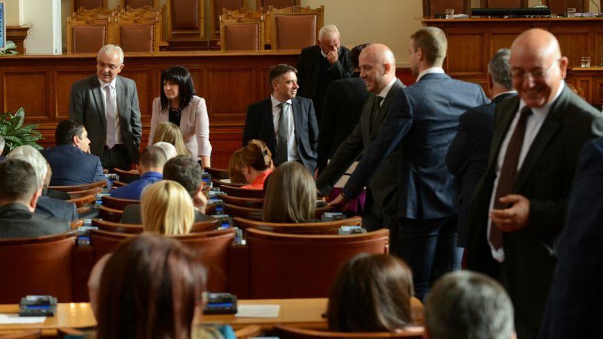 Парламент без кворум