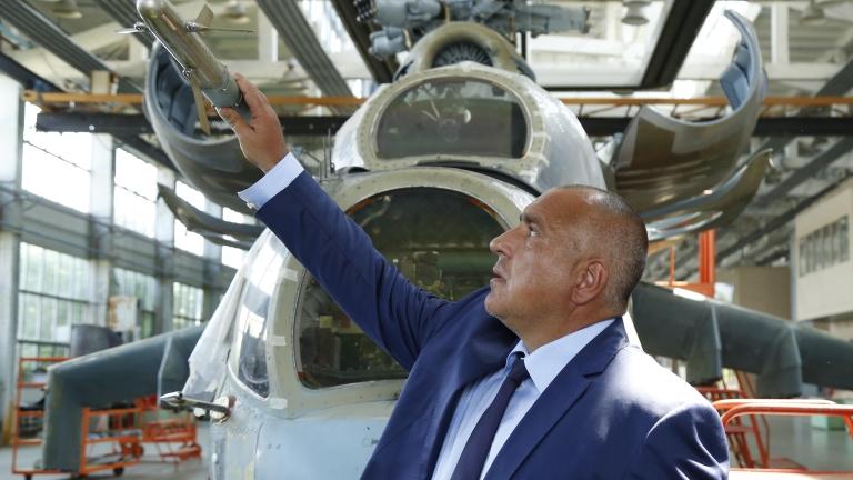 Неизвестни експерти ще класират по неясни критерии поръчката за нови самолети