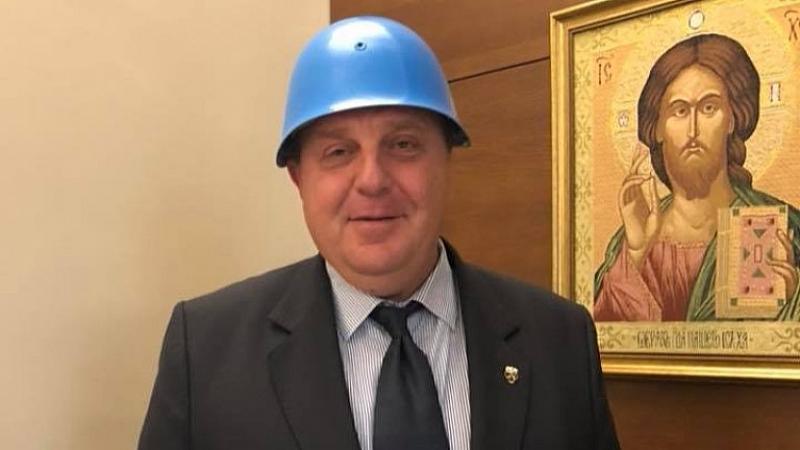 """Каракачанов: Повече няма да играя """"синя каска"""""""