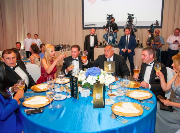 Как министър Горанов заживя безплатно в комплекса на Домусчиев. И никой не забеляза