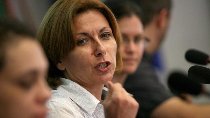 Боряна Димитрова: Налице е хладна дистанция от властта, но не и гореща критика към нея