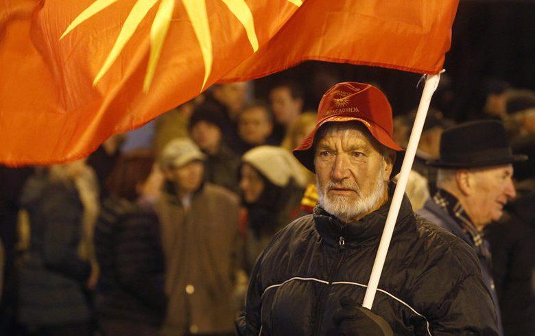 """С """"всенародна революция"""" опозицията в Македония опитва да блокира промените в конституцията"""
