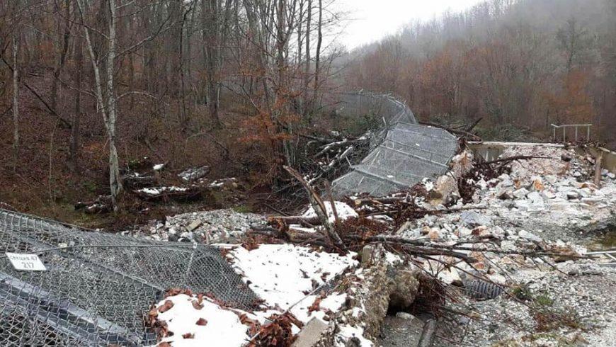 Част от оградата с Турция падна