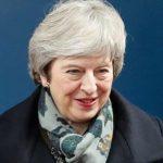 Тереза Мей е изправена пред вот на доверие, който може да хвърли Brexit в хаос