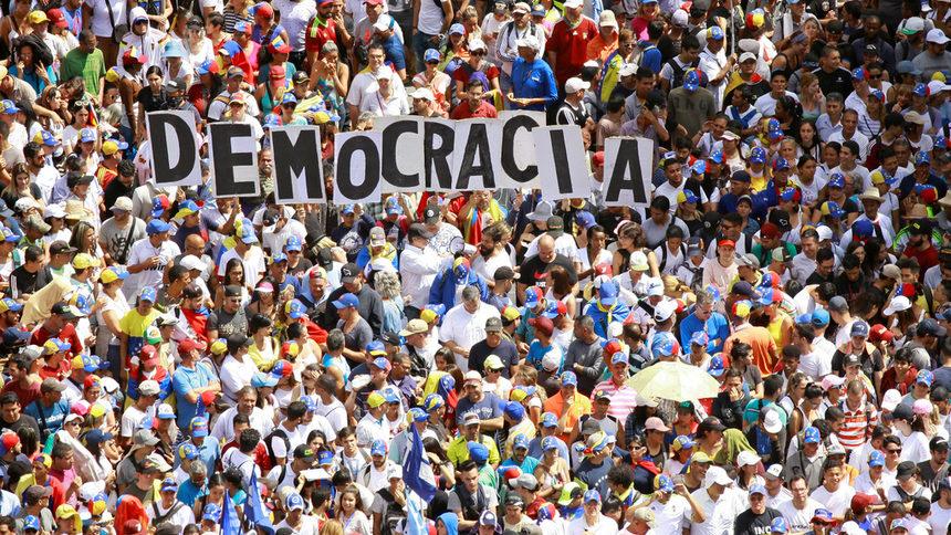 Революция във Венецуела смени Николас Мадуро с нов временен президент