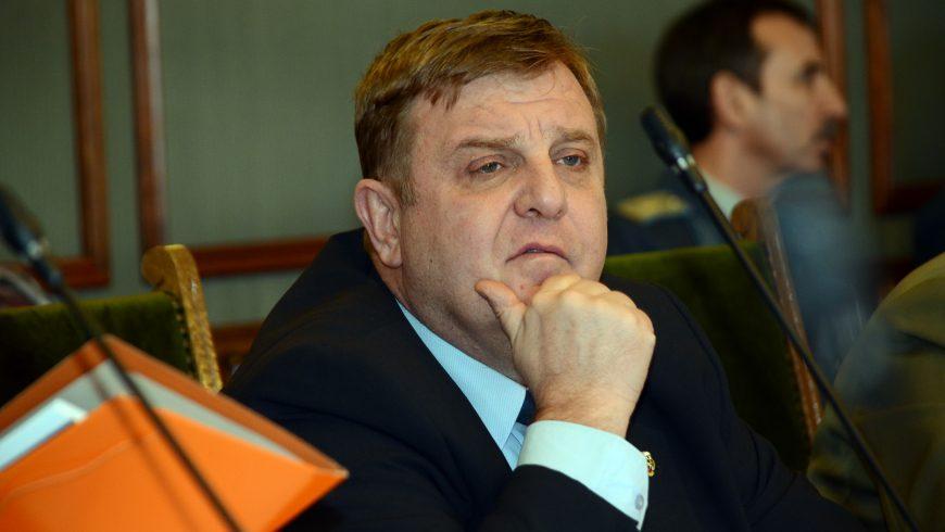 ЦИК глоби Каракачанов за предизборно използване на трибагреника