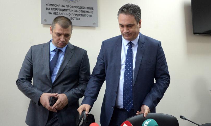 """КПКОНПИ се видя жертва на """"двама олигарси и една политическа партия"""". Имало 2 млрд. и 200 млн. причини"""