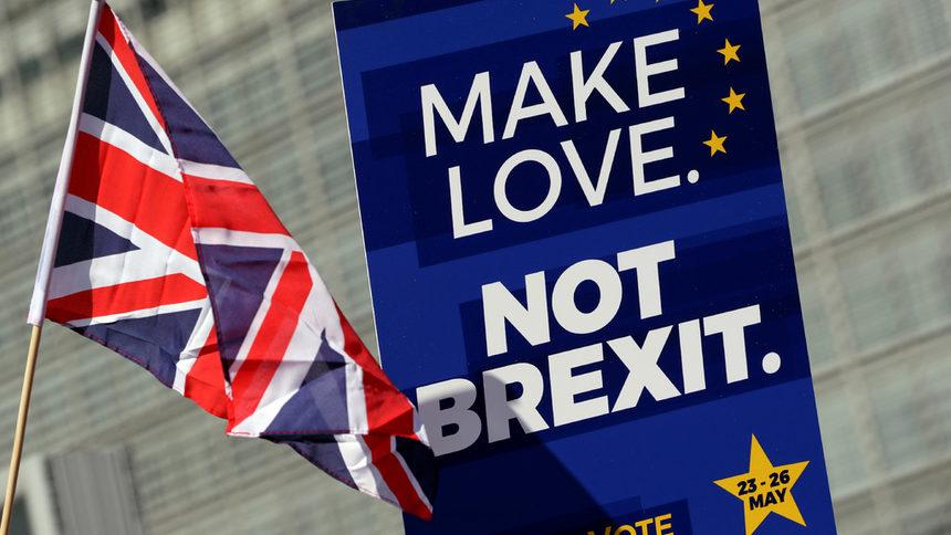 Британският парламент: Или развод със сделка, или оставане в ЕС