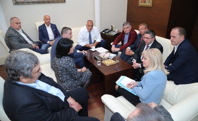 Среща на крак при Борисов отложи въвеждането на тол таксите