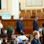 Делян Пеевски втори ден в парламента, ще внася закони