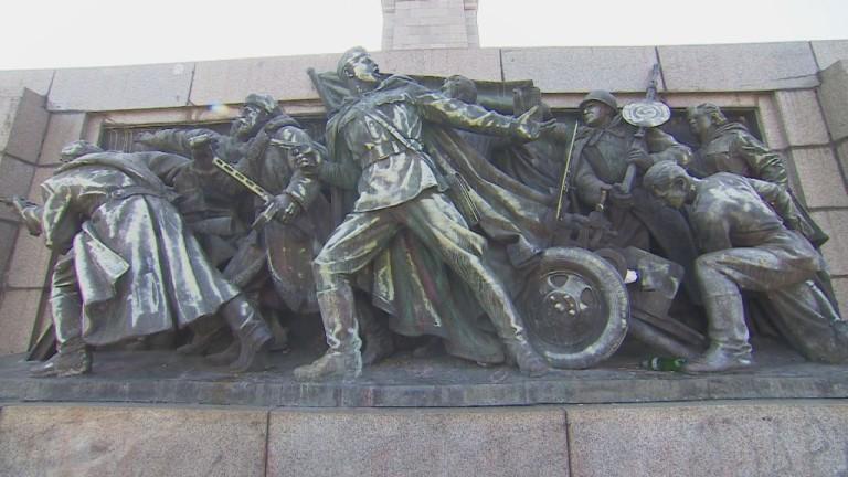 Русия подготвя закон за защита на руски военни паметници и символи в чужбина