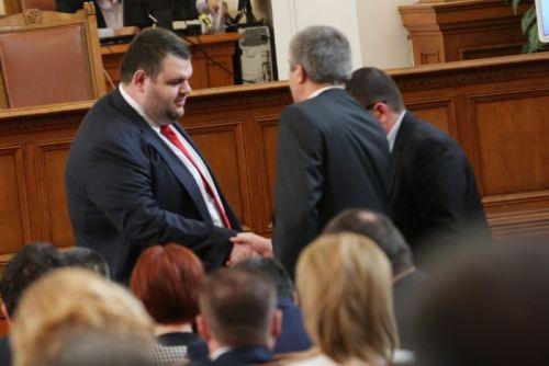 Съдът прекрати делата срещу отказа на Пеевски и Карадайъ да са евродепутати