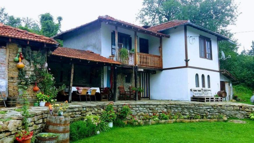 Министър Танева заповяда нова проверка на къщите за гости