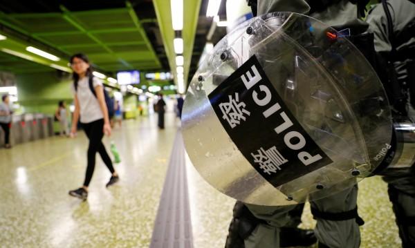 Демонстрациите в Хонконг преминават в обща стачка