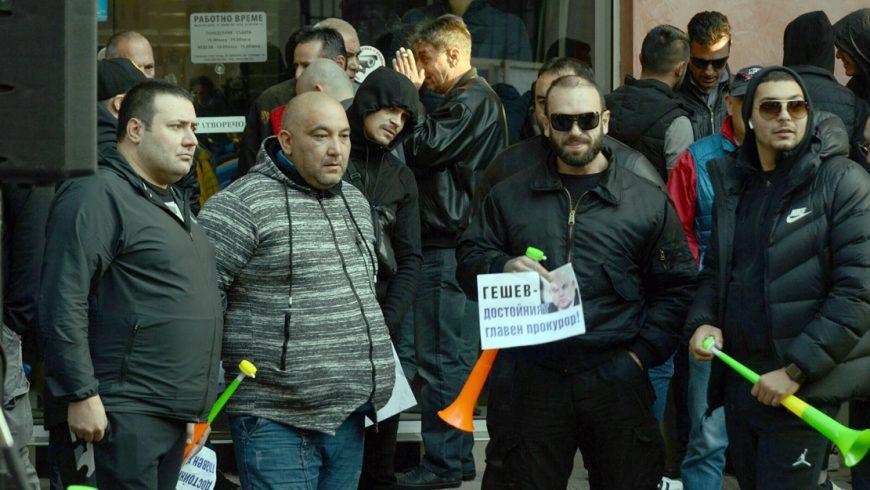 """БХК: Кой нареди да се разделят митингите на """"за"""" и """"против"""" Гешев"""