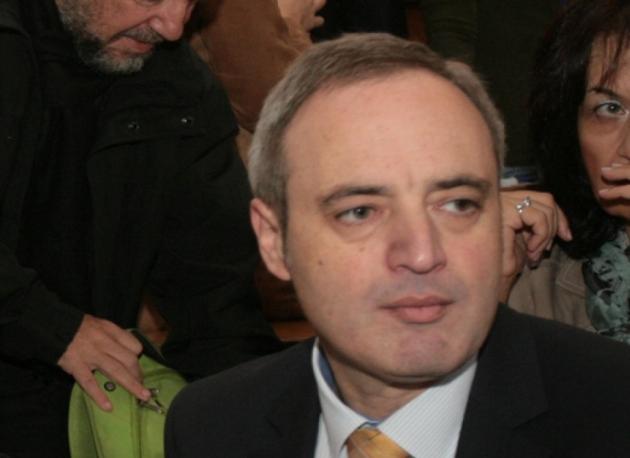 Ректорът на Софийския университет сключил договор с майка си за 9 000 лв.