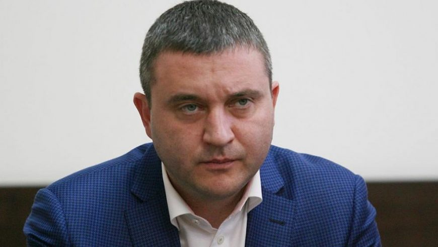 Горанов: Ако кметовете не повишат местните такси, да не чакат от държавата