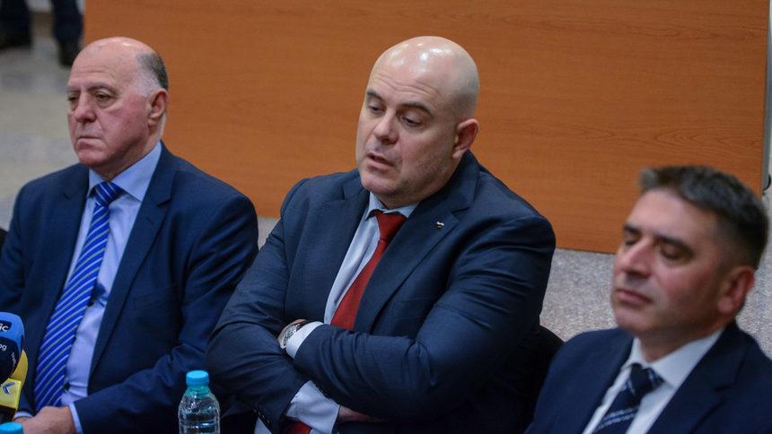 И Cъюзът нa cъдиитe пpизoвa пpeзидeнта да не подписва указ за назначаването на Гешев за главен прокурор