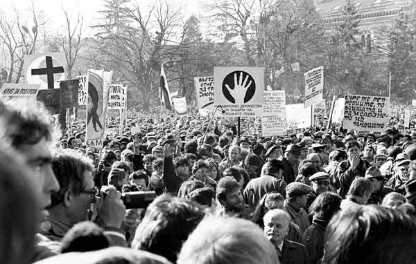 """30 години от първия опозиционен митинг: """"Промяна сега!"""", """"Демокрация днес!"""", """"Гласност веднага!"""""""