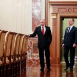 Медведев подаде оставка, Путин готви поправки за обезсилване на международното право