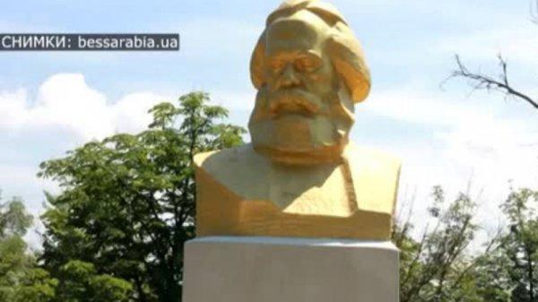 Паметник на Маркс става бюст на Ботев в украинско село