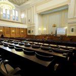 Липсата на кворум провали извънредното заседание на парламента