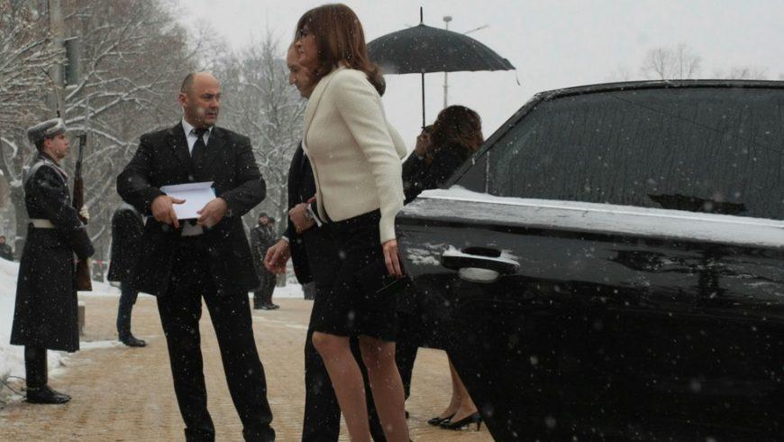 Съпругата на Радев с охрана от НСО