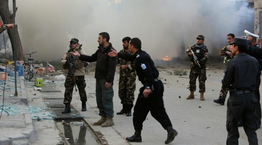 Терористи, преоблечени като военни, избиха 150 души в Афганистан