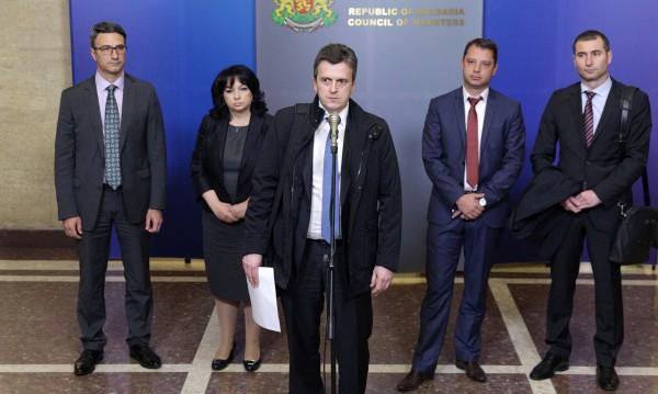 """България ще тупка още топката за становището към """"Газпром"""""""