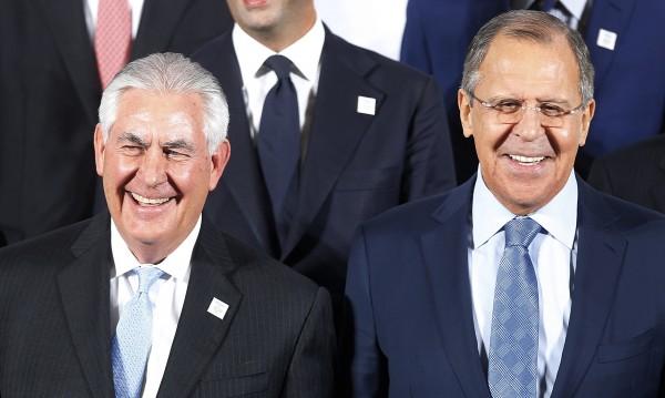 Лавров и Тилърсън изясняват позициите си в Москва