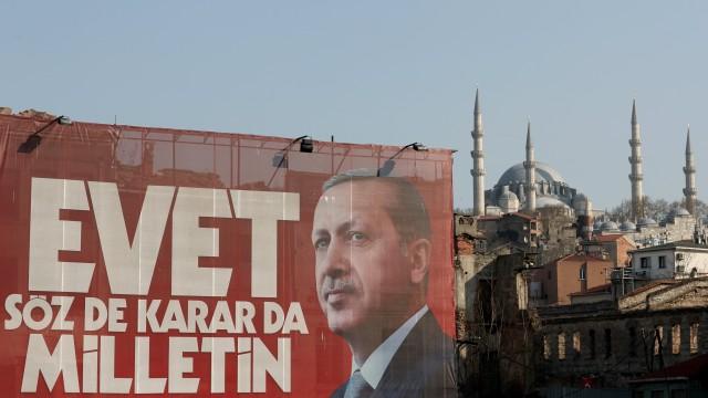 """51,62 % от турските избиратели са гласували с """"да"""" на референдума"""