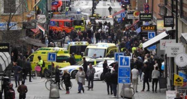Камион се вряза в пешеходци в центъра на Стокхолм, има загинали