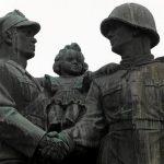 Приеха закон за разрушаване на паметниците на комунизма в Полша
