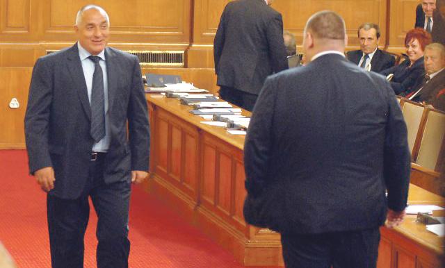 Защитата на Цветан Василев е поискала по делото да бъдат разпитани Пеевски и Борисов