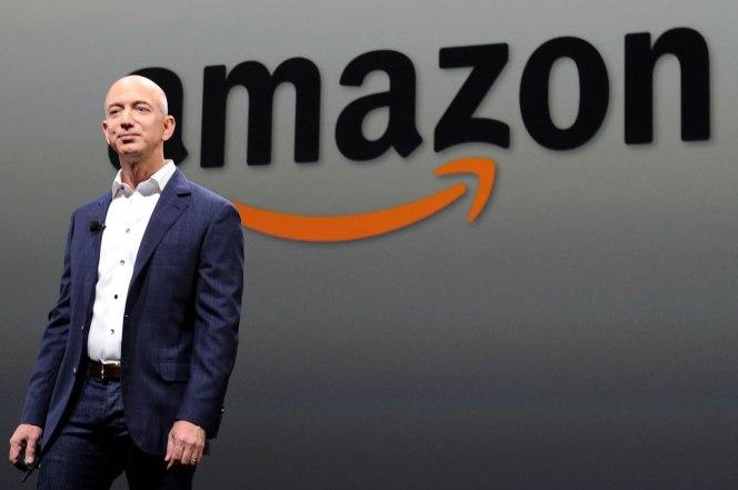Джеф Безос е първият човек в света с над 100 млрд. долара благосъстояние